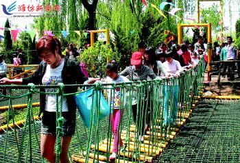 五一 小长假城区景点爆满 潍坊日报数字报刊 高清图片